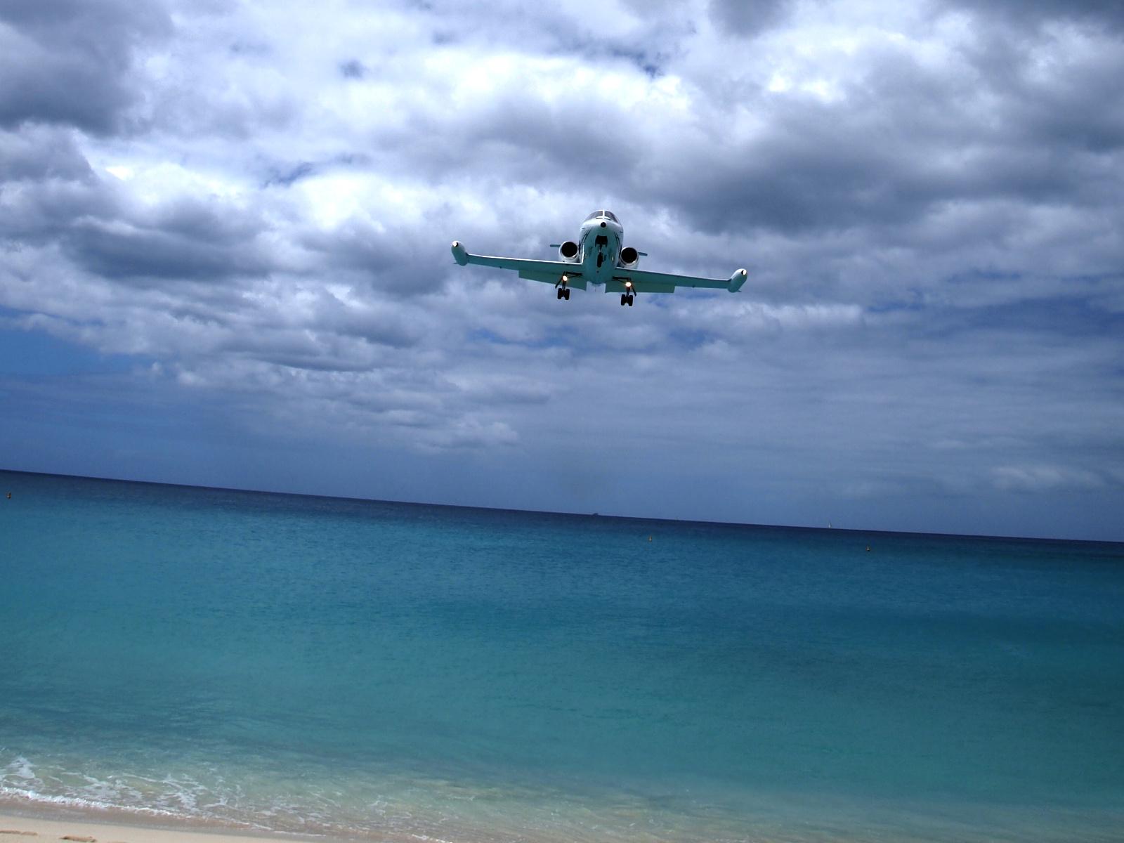 Airplane Landing on Water Landing Airplanes in Maho Bay